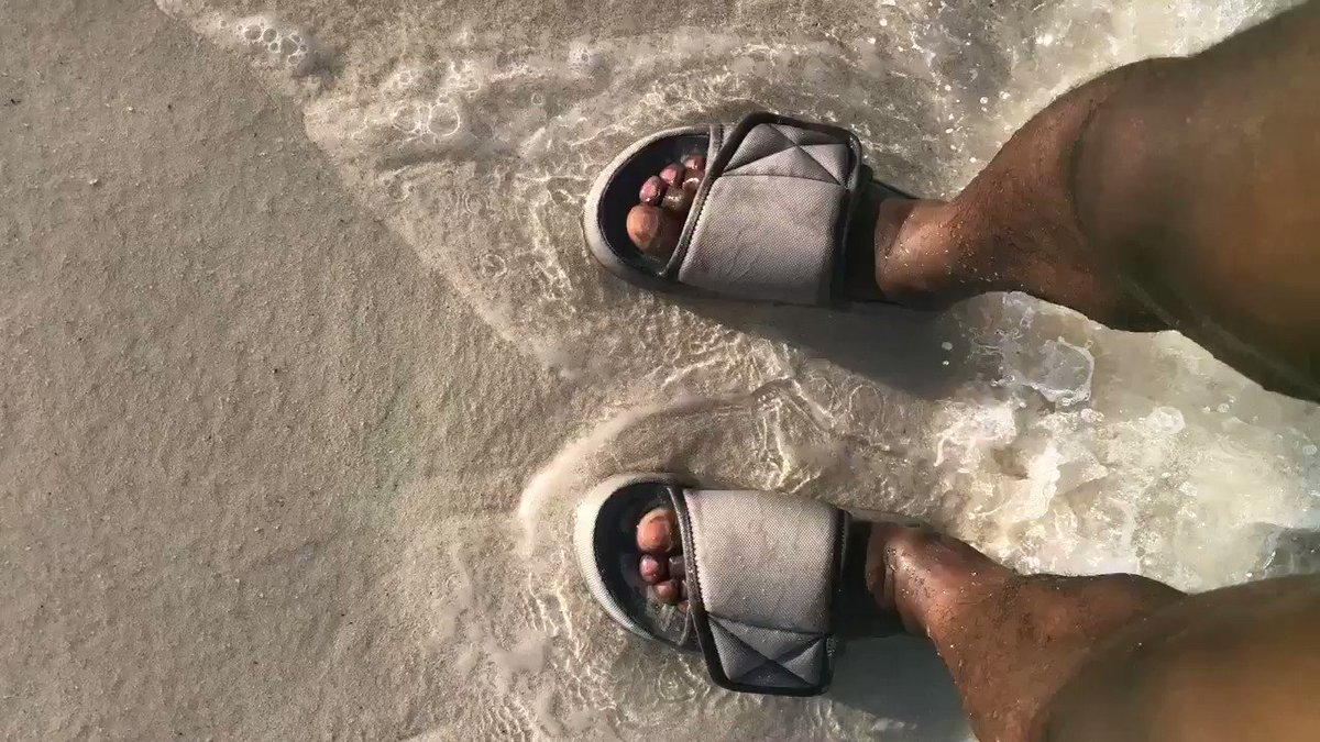 Yeezy slides on vacay https://t.co/R819Sn9r3Z