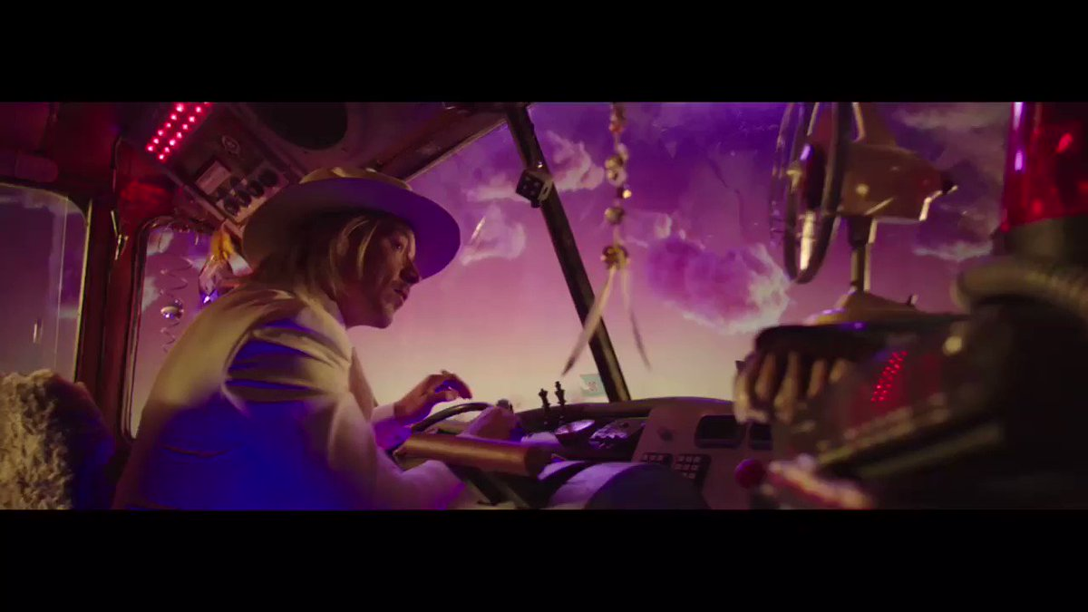 RT @Labrinth: There's a storm coming tomorrow ⛈ @Sia @diplo #LSD https://t.co/KFnwbScVpF