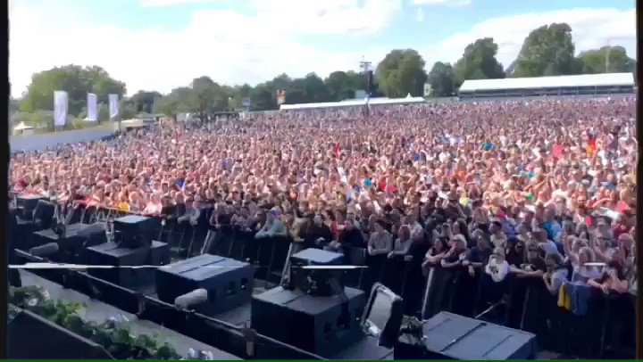 Thank you Hyde Park! What an amazing crowd! https://t.co/Z3j9Q6ieEh