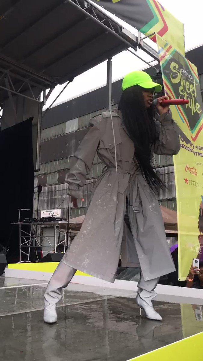 RT @NotBrandonWint: A Rose in Harlem ???? @TEYANATAYLOR https://t.co/ywy7SASFXo
