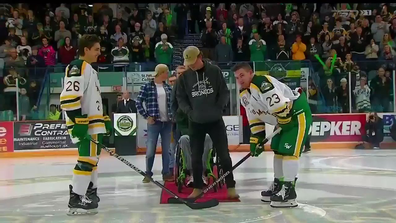 Derek Patter and Brayden Camrud were joined by Tyler Smith and their @HumboldtBroncos teammates for the ceremonial faceoff.   #HumboldtStrong https://t.co/kaMszf5tdu