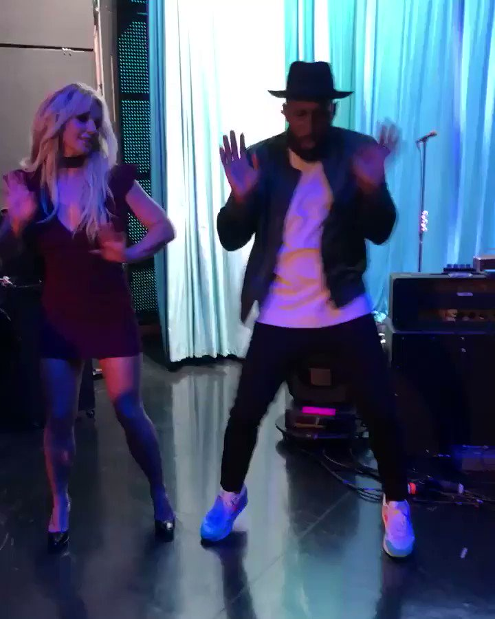 Had so much fun dancing with @official_tWitch backstage at @TheEllenShow ???? https://t.co/JYGvIOUpn4
