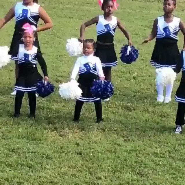 Me in the middle all day ☺️????.  Shine lil mama! #LevelUp https://t.co/WsaRt7HkW7