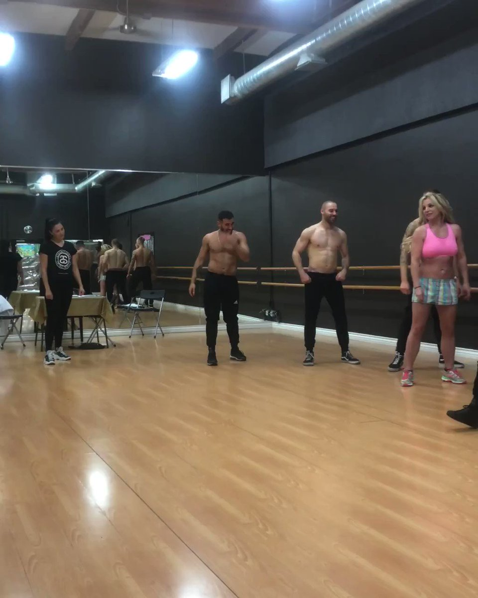 Teachin' the new boys some new moves at auditions ???? #BritneyDomination https://t.co/Qfrj3b0Jud