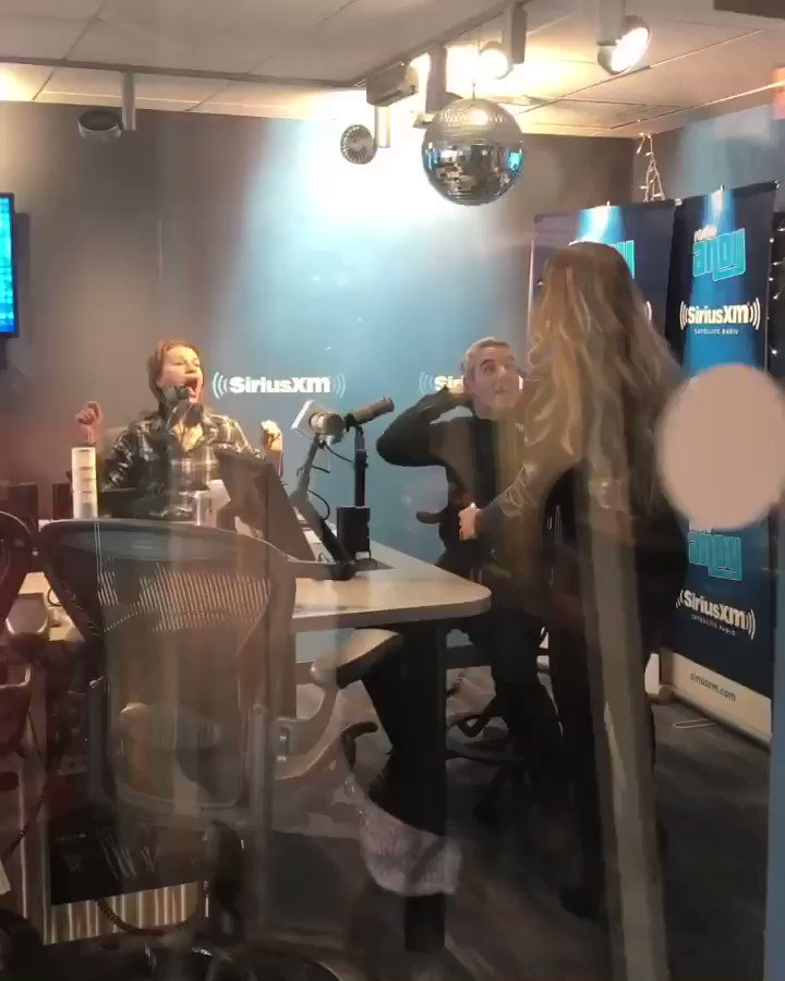 Ran into @Andy & @SandraBernhard at @SIRIUSXM! Gotta proceed with #Caution in these halls lol ???? #JusticeForGlitter https://t.co/lc1JutbkUr