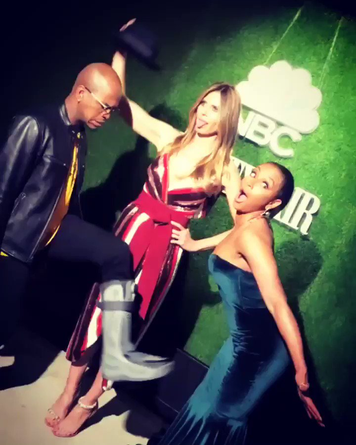 Not sure whats happening here ????!!!!! @neyo @officialmelb https://t.co/Uk9FEuaqzf