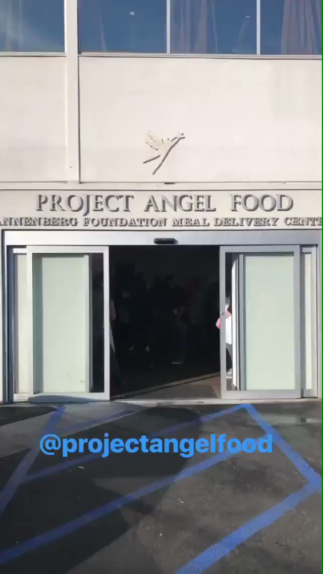Happy Thanksgiving from @ProjAngelFood! ???? https://t.co/RlY9bpohES