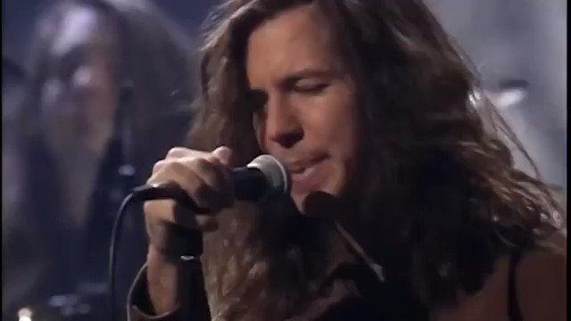 Soğuk kış akşamlarının en güzel aktivitesi: Pearl Jam - Black dinlemek. https://t.co/og2ZVFih6X
