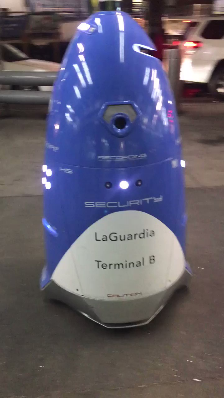 A security robot at LaGuardia Airport. We watched it, and it watched us. 🤖👁 https://t.co/SJToLiTWum