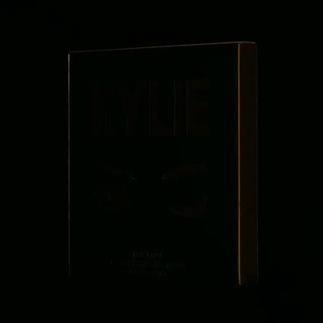 ???? my bronze palette in all new black packaging https://t.co/6Qgyudbedy https://t.co/T51IOI3DE5