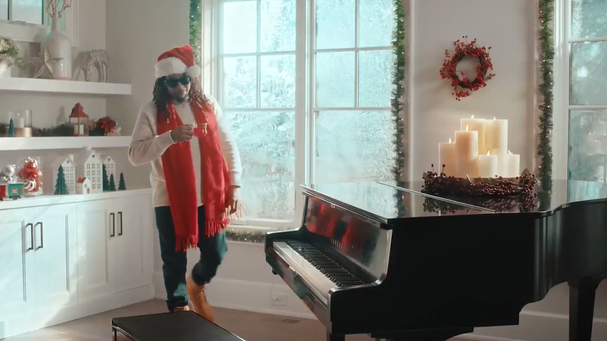 RT @welcome2bishu: MERRY XMAS FROM ME????????  @LilJon and @koolaid made a heater so i flipped it https://t.co/gnkLAACk7T