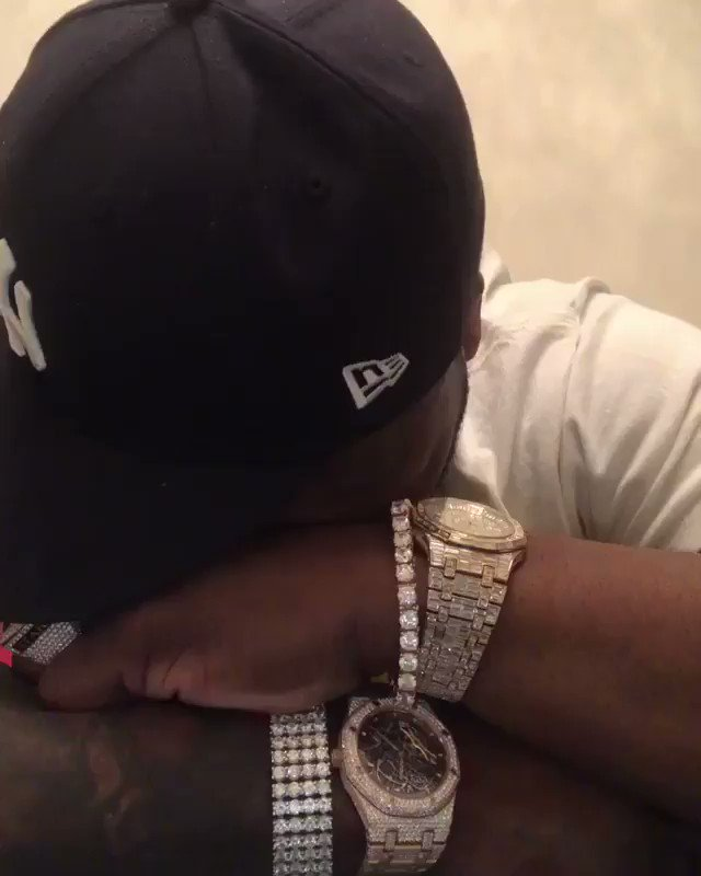 Nobody ain't get me nothing for Christmas ????????I'm stressed out. LOL #lecheminduroi https://t.co/vsM0NXLwdd