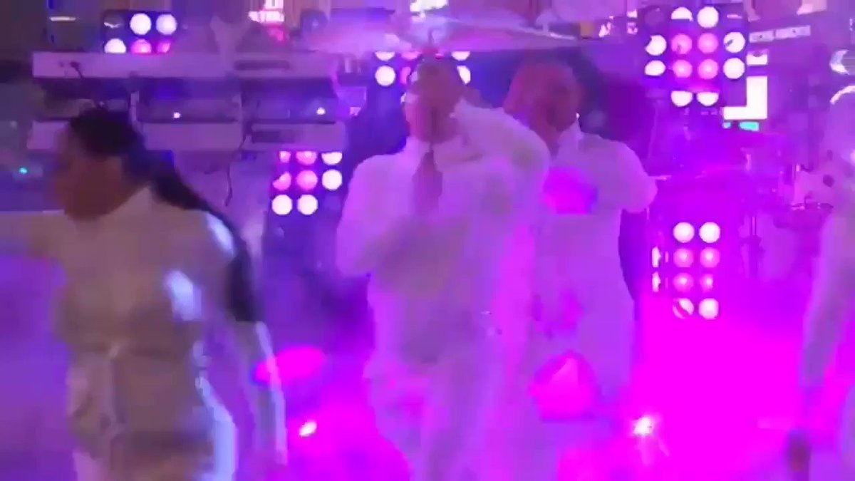New Year's Rockin' Eve from Times Square ???????? https://t.co/zC0riuEHxA https://t.co/FLH7hHuKAl