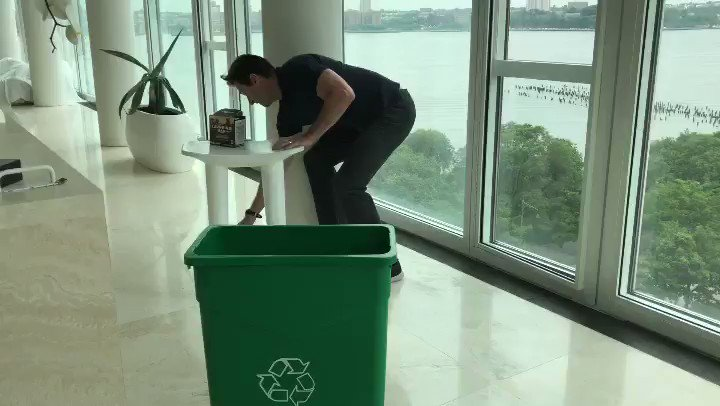 Dunk shot needs work. #Recycle @laughingmanco #MakeEveryCupCount #AllBeHappy https://t.co/oFEh4mywSz