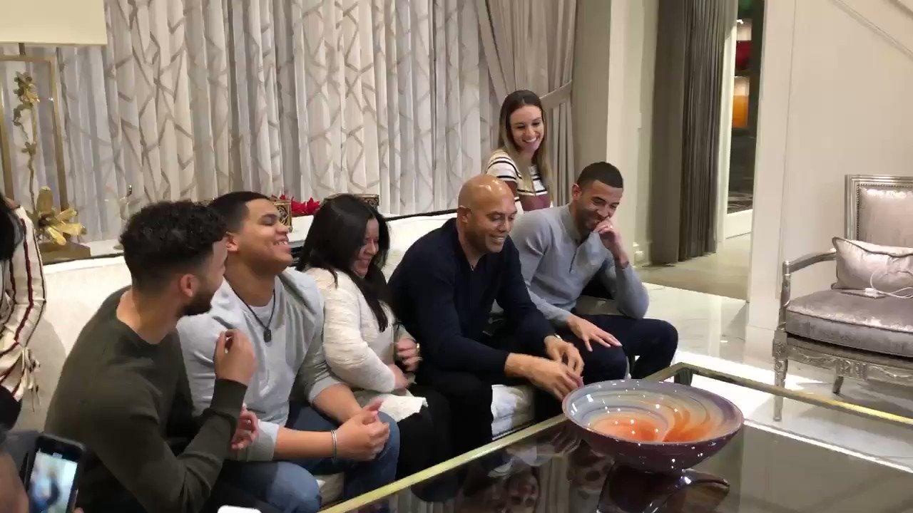 History! Mariano Rivera is officially the first player in MLB history to receive 100% of the votes! Truly remarkable experience for myself and his family! https://t.co/WMrbFRsVAb