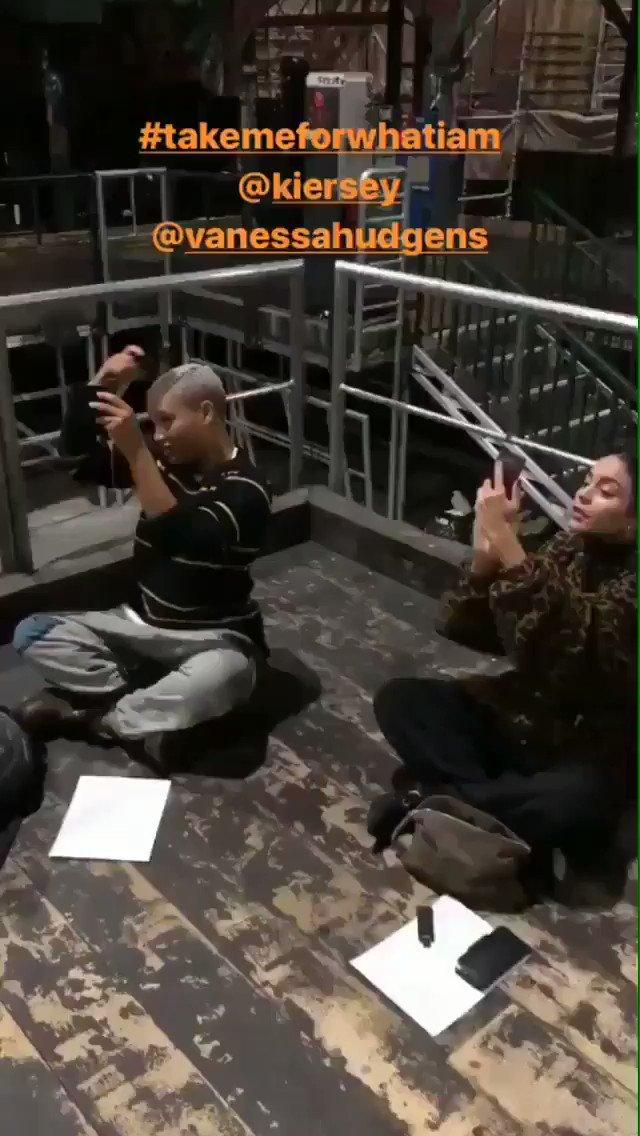 RT @vahudgensbr: .@VanessaHudgens e @KierseyClemons hoje no último ensaio para #RENTLive. https://t.co/jOdJ4kRLRa
