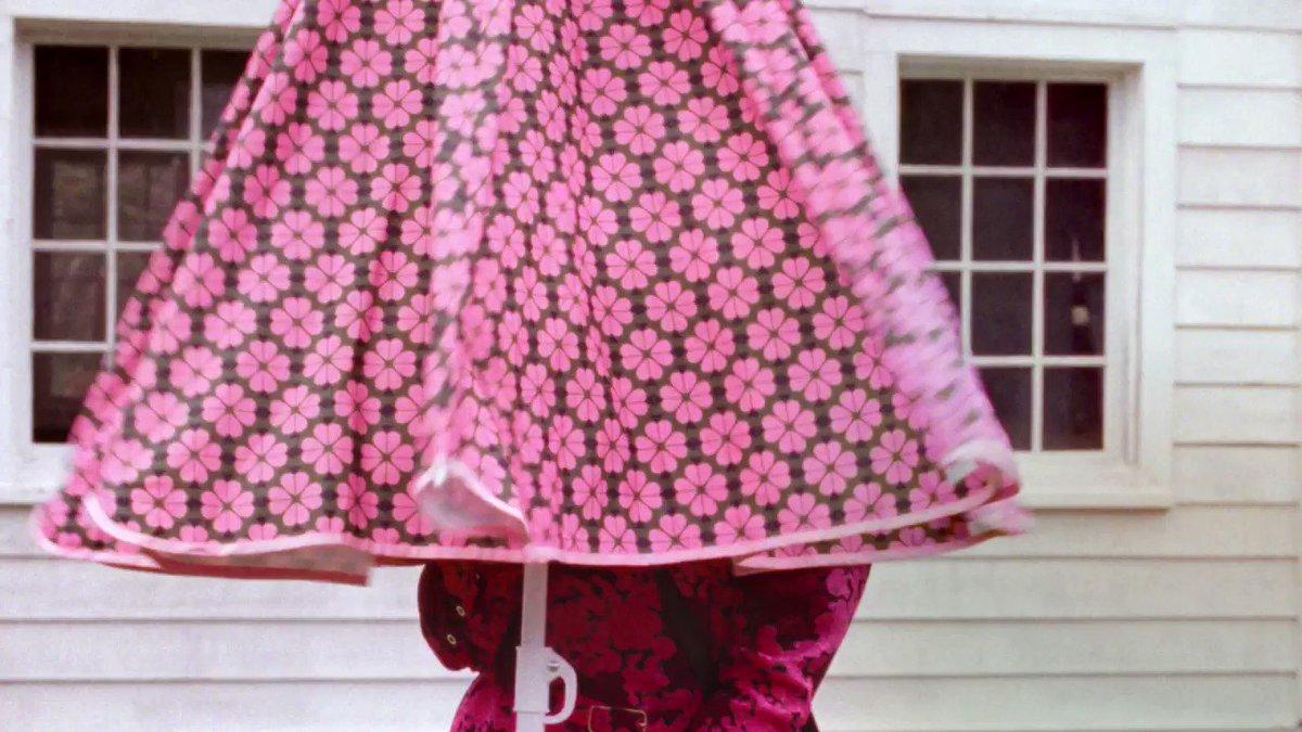 Emma Dalzellにより撮影されたspring 2019キャンペーンでは、同じく注目の米女優Julia Garnerもフィーチャー。#loveinspades https://t.co/098itBBjZY https://t.co/tnpWVAyDFW