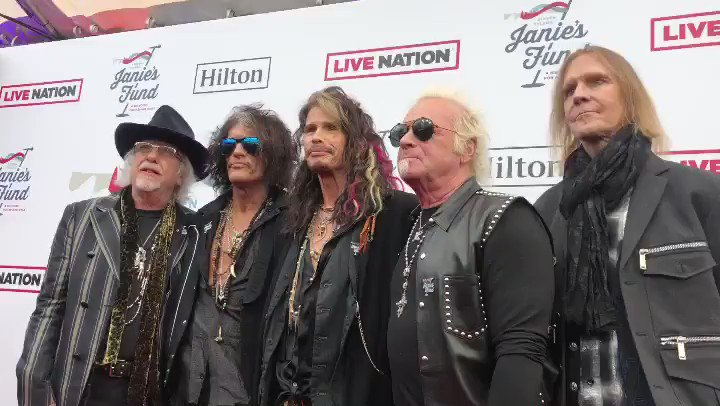 SO PROUD TO STAND HERE WITH MY BROTHERS @AEROSMITH #JAMFORJANIE https://t.co/E7YjyYRdHl