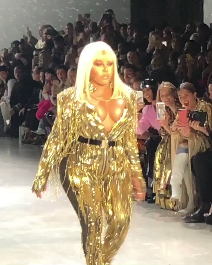 RT @evanrosskatz: The Blonds just closed their show by bringing out @LilKim!!! https://t.co/LpNKnFEL7z