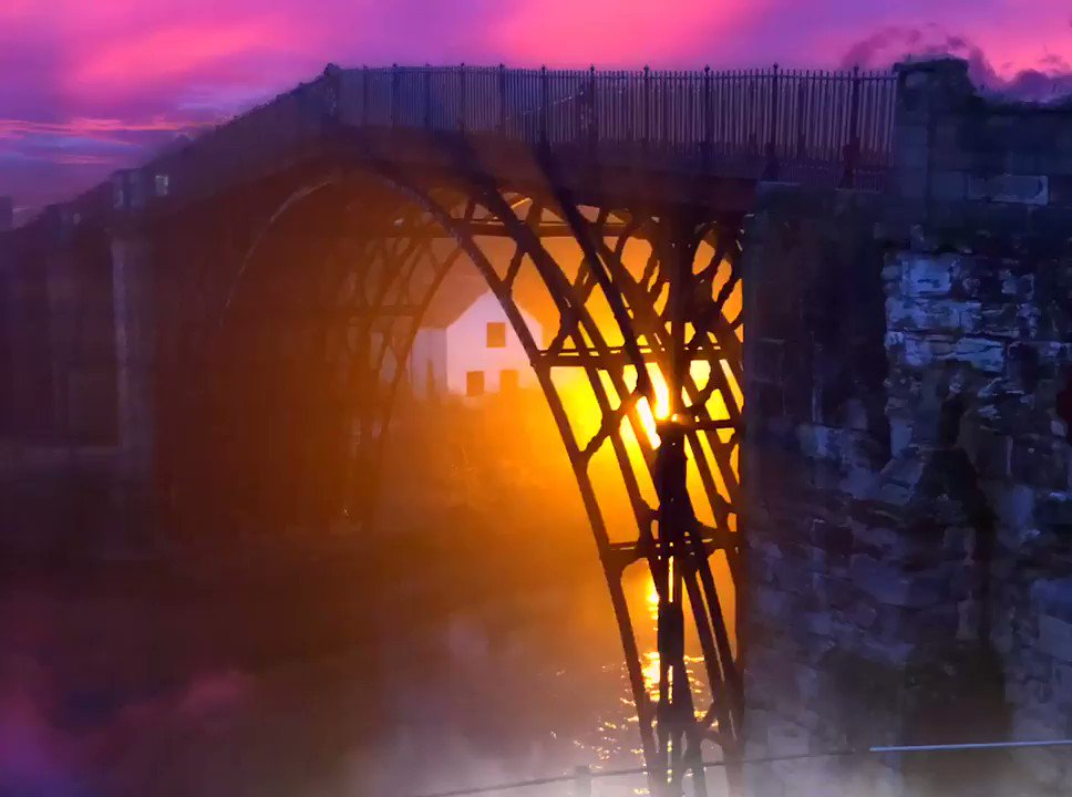 The iron bridge at Ironbridge all aglow this morning. Here to capture the newly completed conservation in all its glory. @HistoricEngland https://t.co/8asRiKCypI