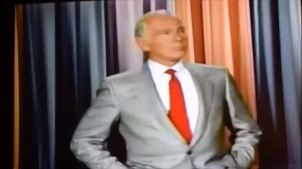 """Republicans: """"Late night hosts these days make fun of Donald Trump too much! Johnny Carson would never do that!""""  Johnny Carson: *literally does jokes about Trump evicting people from their homes* https://t.co/H0XS3FPy6M"""