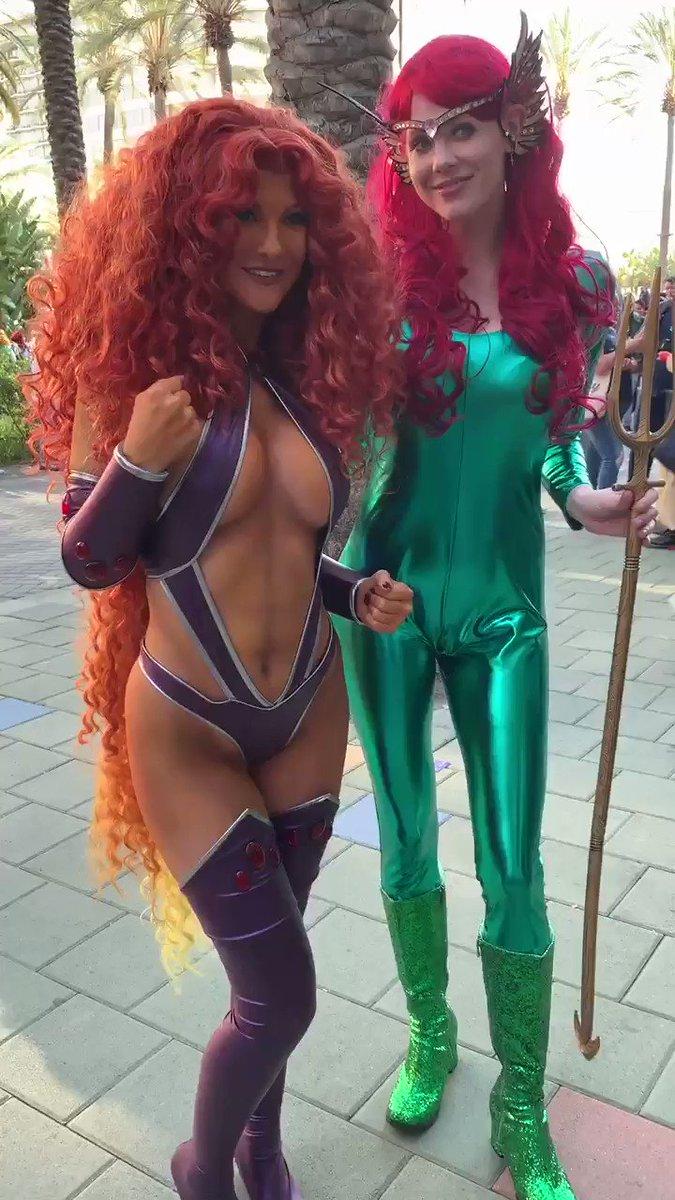 Cosplay Queens! @ashlynne_dae #starfire #mera #TeenTitans #Aquaman @WonderCon https://t.co/A1pg3MkBe0