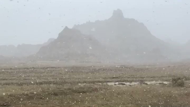 RT @BadlandsNPS: The only fools today were those that thought winter was over at the Badlands. #aprilfools https://t.co/nU2Z4KiR3B