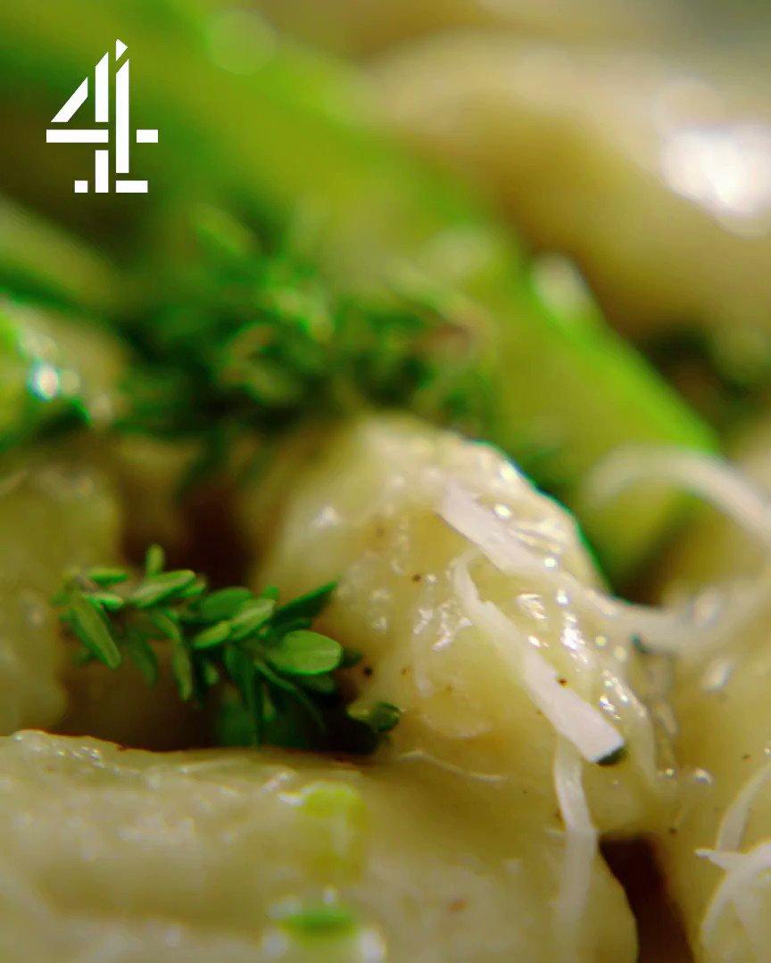 Potatoes #QuickAndEasyFood style....easy rustic gnocchi!???? https://t.co/Xcl4uQqKNV https://t.co/q6tsVyOYgq