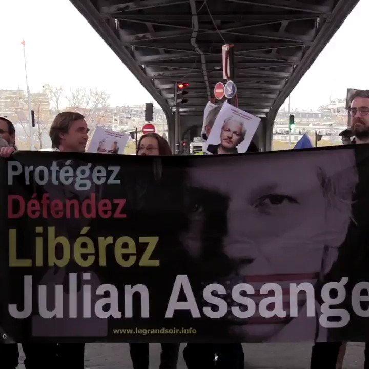 RT @wikileaks: French protest outside the Australian embassy in Paris over Julian Assange https://t.co/3GPQx6nXmr