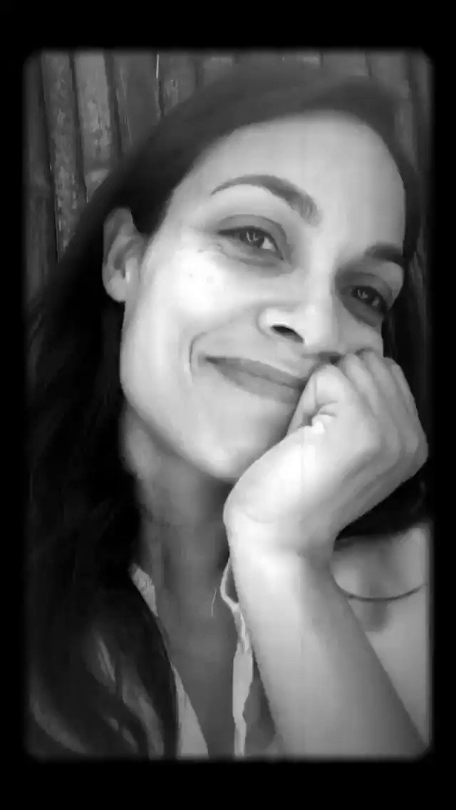 RT @petranezka: I'M NOT CRYING IT'S JUST RAINING ON MY FACE ???????????????????????? #janethevirgin @rosariodawson https://t.co/nYHHcu2Gdg