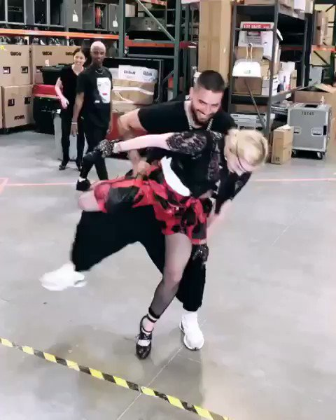 Madame ❌ and @maluma learn the elegance of  partnering! And dance. ???????????????? #medellin #BBMAs https://t.co/XJR0amXAWj