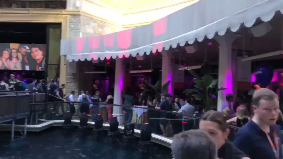 ShipperHQ: Absolutely packed house here at #PreImagine! Can you spot yourself in the crowd? 🕵🏻♀️🕵🏽#MagentoImagine https://t.co/oABuWDkYhY