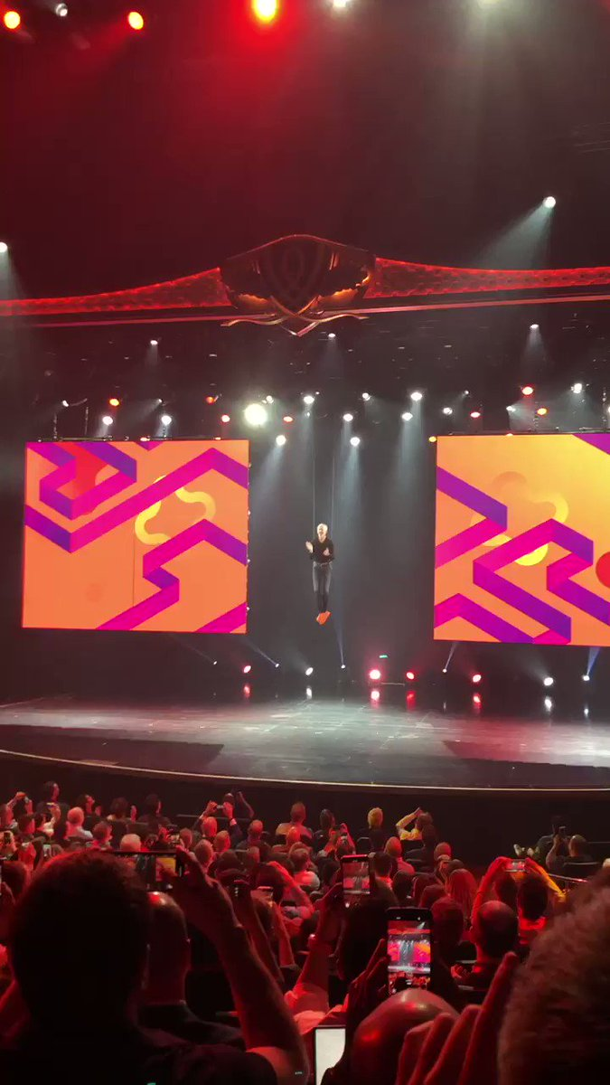 vaimoglobal: This is how you make an entrance! @jasonwoosley_mg on stage to open today's keynote for #magentoimagine https://t.co/fBfEpFvbL5