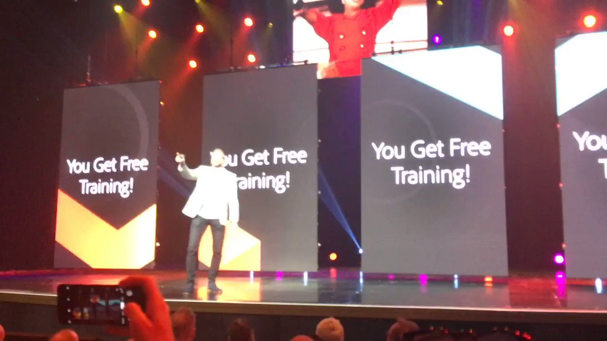 blackbooker: YOU get free training!! Don't forget to grab your voucher on the way out of the theatre! #MagentoImagine https://t.co/WZ250D8osu