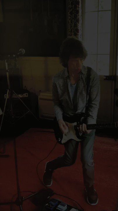 RT @MickJagger: Rocking out new tunes https://t.co/xD4dFaRp9Q