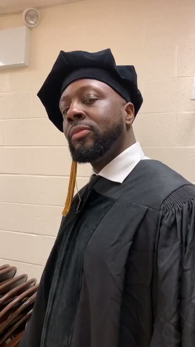 @fivetownscollege honoring me with a Doctorate in Music ???????????????? thank you so much!!! Congratulations Graduates! https://t.co/P54PZBtxv7