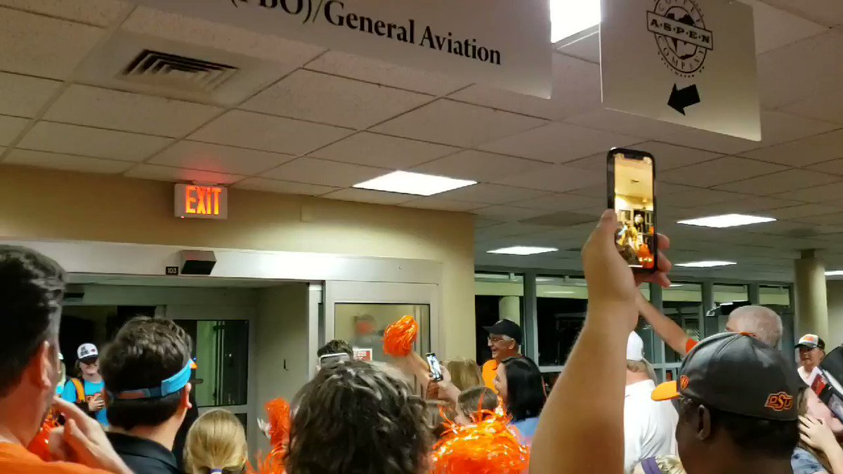 Short video of them coming into the airport. #OkState