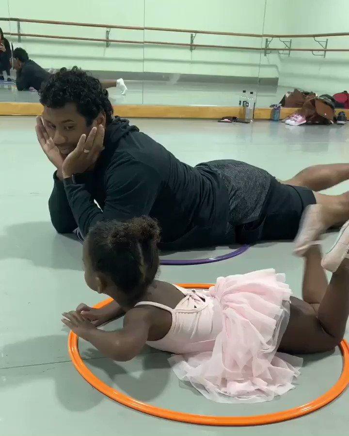 My heart can't take it. ❤️ These 2 back at it again. @DangeRussWilson. #Ballet #DaddyDuty https://t.co/YJJqzB742a