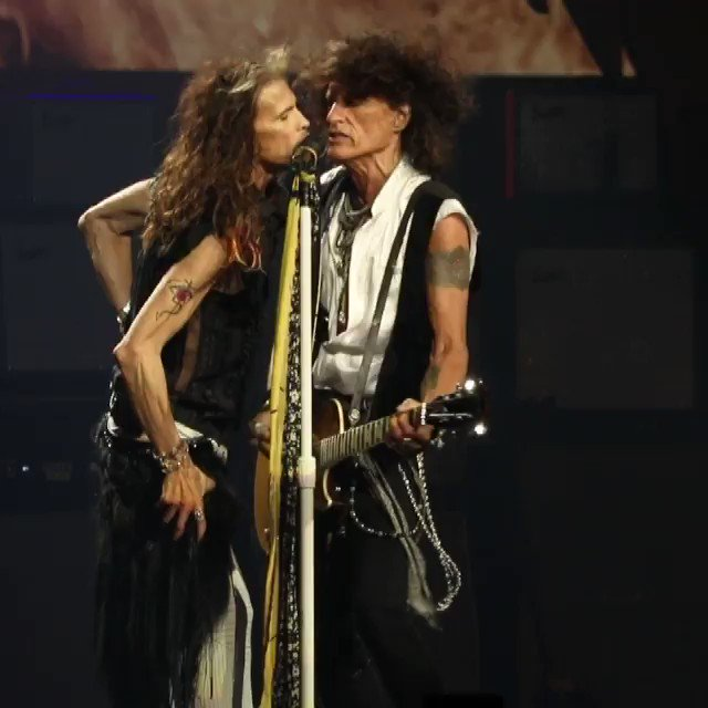 LOVE AT FIRST BITE ((JUST GIVE ME A KISS)) I KNOW IT WAS YOU @JoePerry YOU BROKE MY HEART. YOU BROKE MY HEART !!! ???? https://t.co/OI8IBczH9W