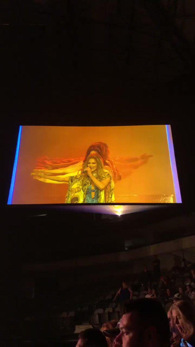 RT @JoeySwiftieTx13: @ayehrndz @JLo Omg her show was amazing!!!!' https://t.co/DN0DOKbS9m