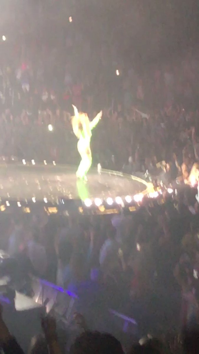 RT @Michelenaa_: Saw @JLo tonight at @TheGarden and she was ???????????? https://t.co/5sRY1mgwfl