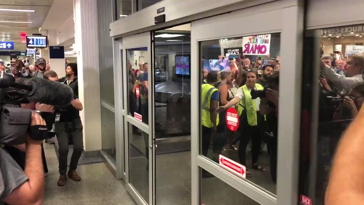 Ugly crying. This is @IlhanMN arriving back in Minnesota. https://t.co/6gzXUUsW3p