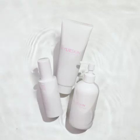 New @kylieskin available NOW! https://t.co/n1uvmPB0xY ???????????? https://t.co/hBDvXKFMZM