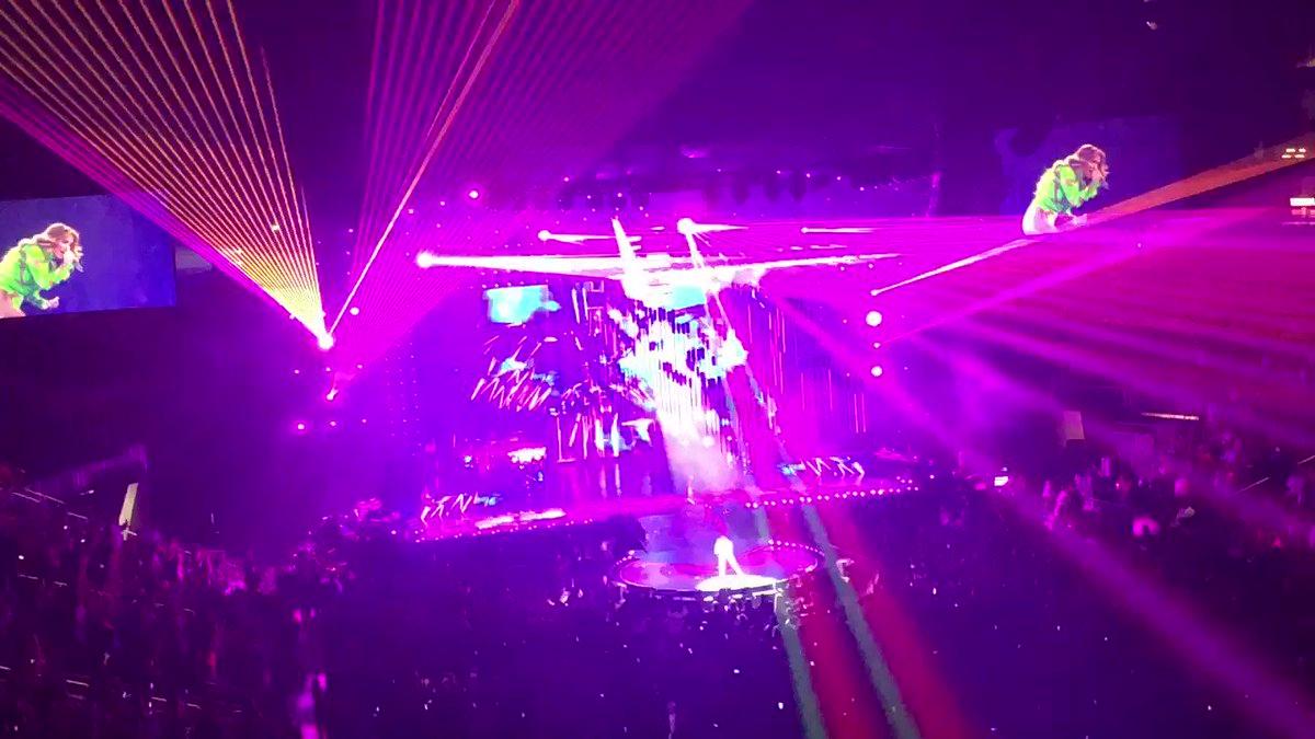 "RT @JillianSilcox: @JLo ""It's my Party"" .. she puts on a beyond awesome show!!! https://t.co/kU1WDuhYpl"