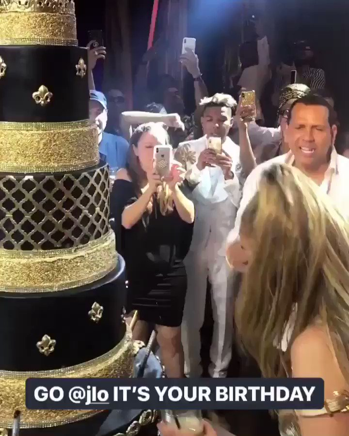 Look at @JLo doing it big ????God bless, wishing you many more. #lecheminduroi #bransoncognac https://t.co/iqIlnqPvj5