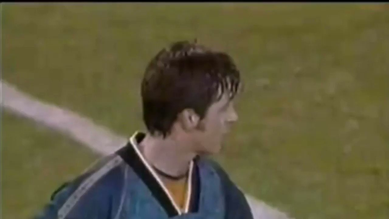 @JamieR_ENABLE @WWFCFancast @SimonOsborn40  loved a free kick at Bramall Lane.   Osborn > Neves. https://t.co/qXiv8wQmEs