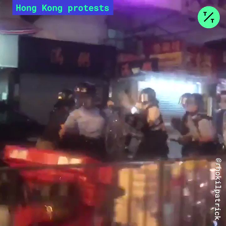 Police fire live ammunition for the 1st time after being attacked by #antiELAB protesters on the 12th weekend of  #HongKongProtests #香港 https://t.co/ORRIPBKtvr
