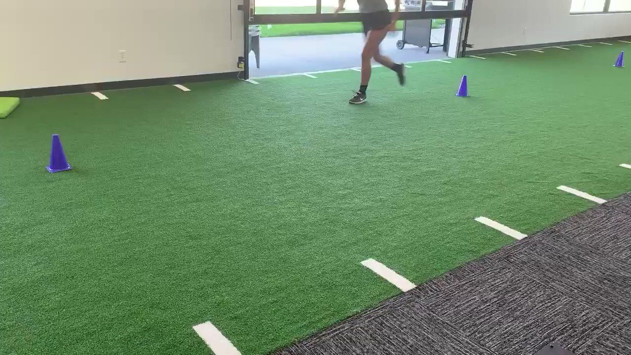 5-10-5 is a great test, doesn't need much space, can quickly assess acc, dec, COD and there are norms for speed.  Can see diff strategies over time post ACL https://t.co/AtGyGguaei