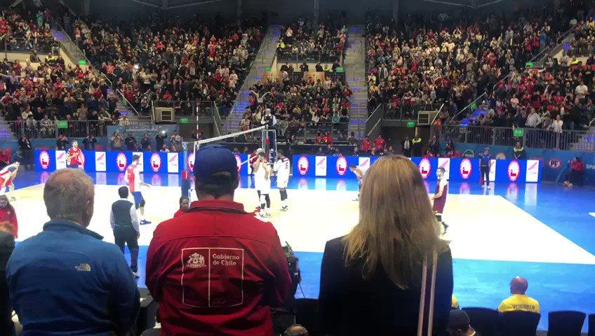 Medalla de bronce! Tras 26 años nuestra selección de voleibol es podio en un Sudamericano! Extraordinario trabajo que da frutos y confirma el gran momento de los deportes colectivos en nuestro país. #ChileCompite 🇨🇱🥉 @kantor_pauline @MindepChile @fevochi_oficial @INDChileOficial https://t.co/OyPZpJPwXF