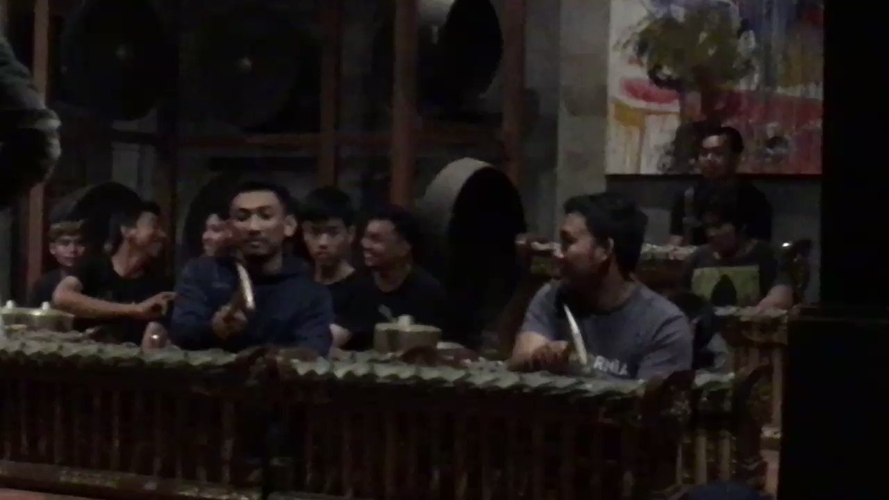 . @crys_cole and I were super lucky to experience Dewa Alit's Gamelan Salukat ensemble rehearsing his new work last night at his home in Bali. Keep your eyes peeled for a Black Truffle release in 2020 🇮🇩 https://t.co/cil6yebCJi
